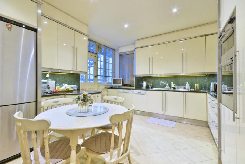 Flat to rent in St Johns Wood - HANOVER HOUSE, NW8 7DY