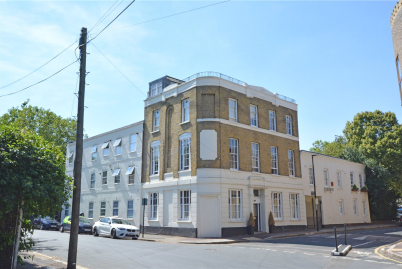 Maisonette for sale in Greenwich - Frobisher Court, 10 Old Woolwich Road, Greenwich, SE10