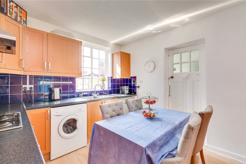 Flat/apartment for sale in Ealing & Acton - Norfolk House, Queens Drive, London, W3