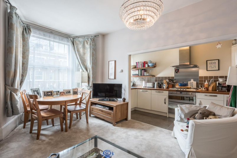 Flat to rent in Battersea - RUSH HILL ROAD, SW11