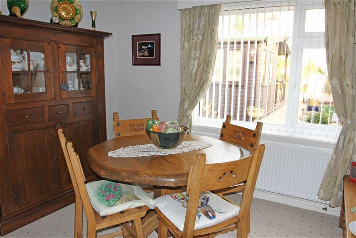 3 Bedroom Property For Sale In Southland Road South Knighton Leicester
