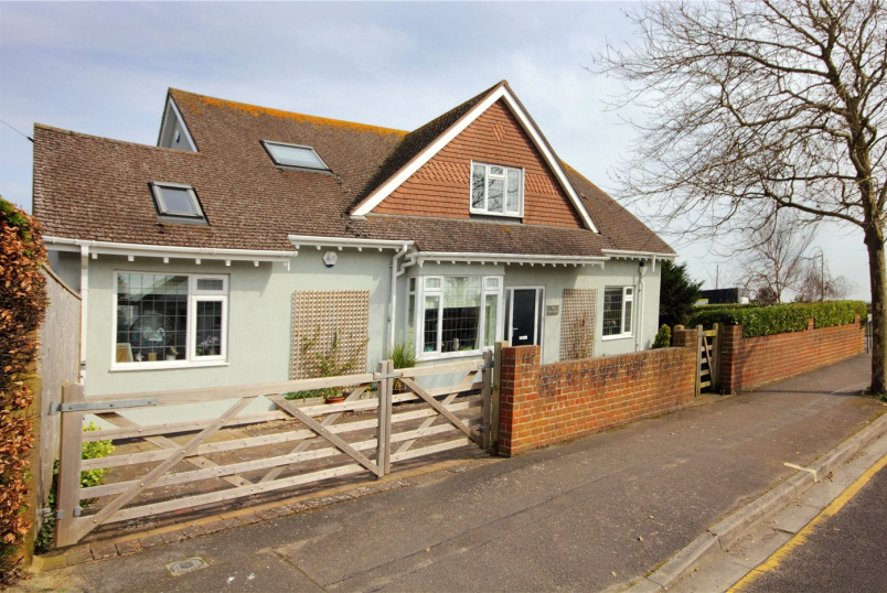 House for sale in Mudeford - Avon Run Road, Friars Cliff, Christchurch, BH23