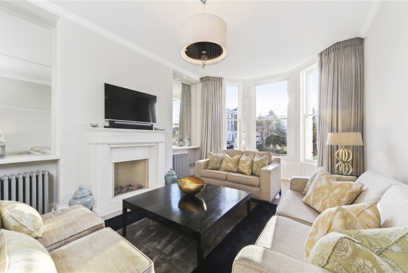 Maisonette to rent in Notting Hill - St. James's Gardens, London, W11