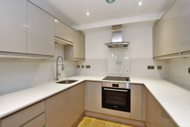 Flat/apartment to rent in Ealing & Acton - The Cloisters, South Ealing, W5