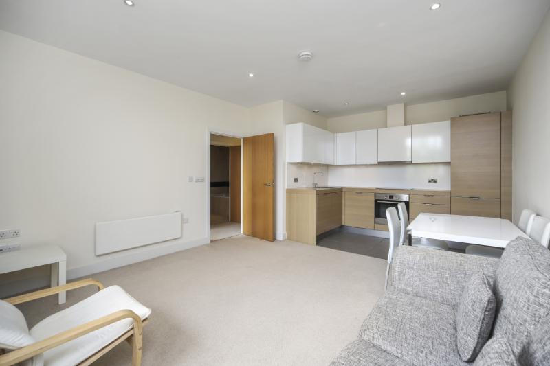 Flat/apartment to rent in Shepherds Bush & Acton - Bromyard Avenue, Acton, W3