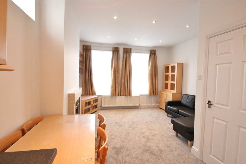 Flat/apartment to rent in Finchley - Woodhouse Road, London, N12