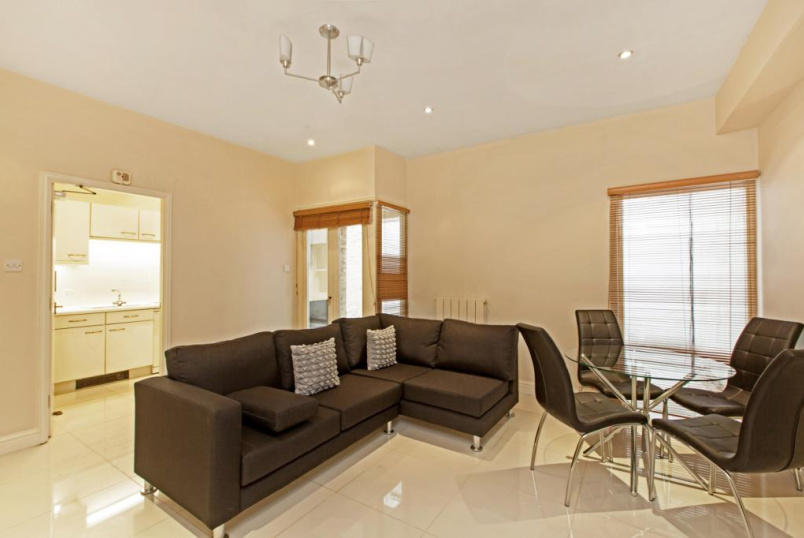 Flat/apartment to rent in Paddington & Bayswater - Cedar House, Nottingham Place, Marylebone, W1U