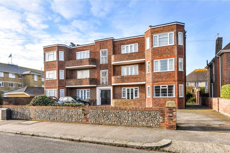 Flat/apartment for sale in Worthing - Cumberland Court, Wallace Avenue, Worthing, BN11