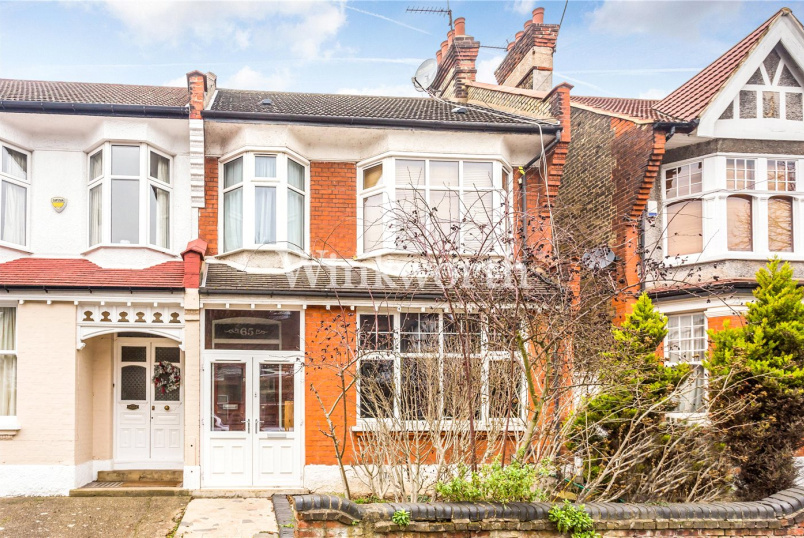 House for sale in  - Burford Gardens, London, N13