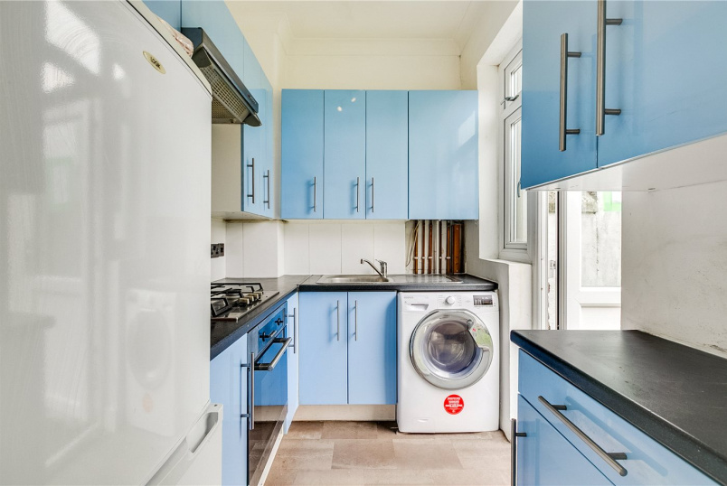 Maisonette to rent in Tooting - Charlmont Road, London, SW17