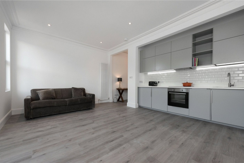 Flat/apartment to rent in Kensal Rise & Queen's Park - Burns Road, London, NW10