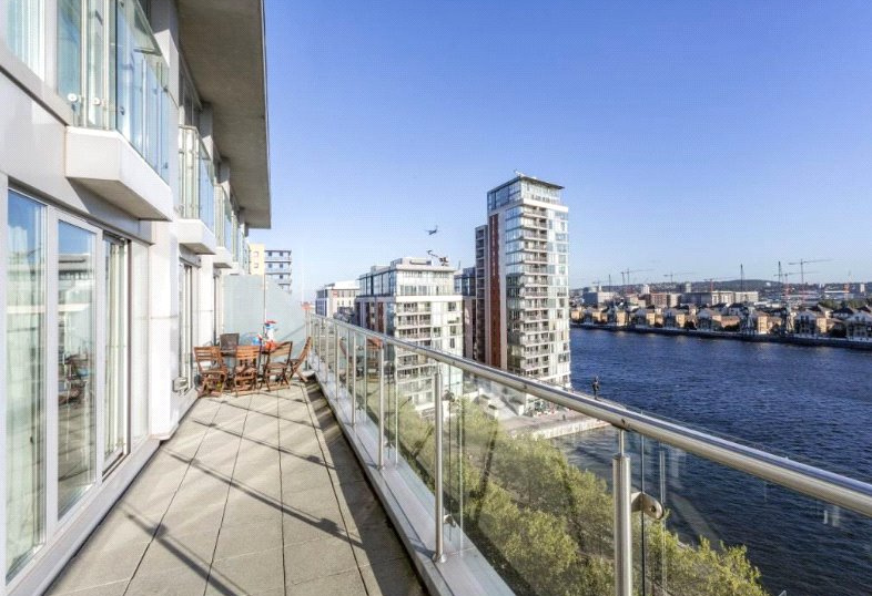 Flat/apartment to rent in Bow - The Oxygen, 18 Western Gateway, London, E16