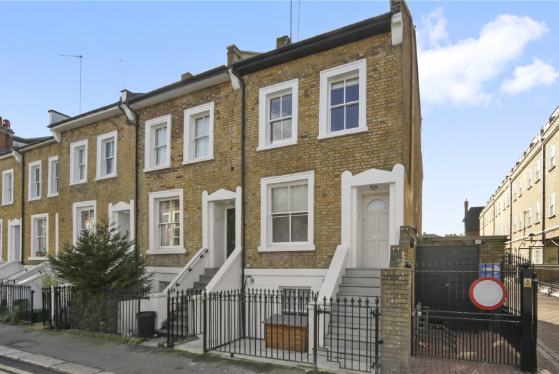 Flat/apartment to rent in Hammersmith - Southcombe Street, West Kensington, W14