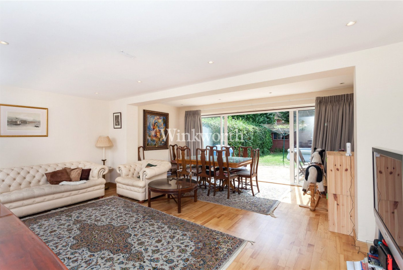 House for sale in Hendon - Linksway, Barnet, London, NW4