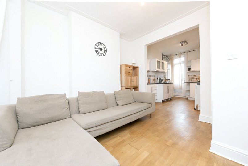 Flat/apartment to rent in Kensal Rise & Queen's Park - Drayton Road, London, NW10