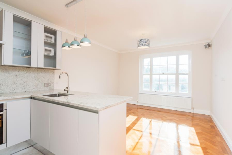 Apartment for sale in St Johns Wood - KNOLL HOUSE, LONDON, NW8 9XD