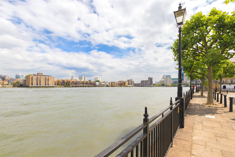 Flat/apartment to rent in Surrey Quays - Sophia Square, London, SE16