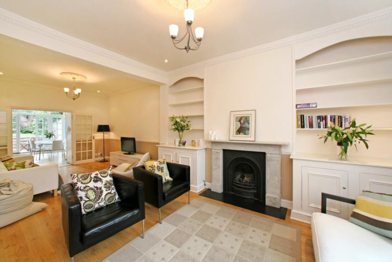 House - terraced to rent in St Johns Wood - ORDNANCE HILL, NW8 6PS