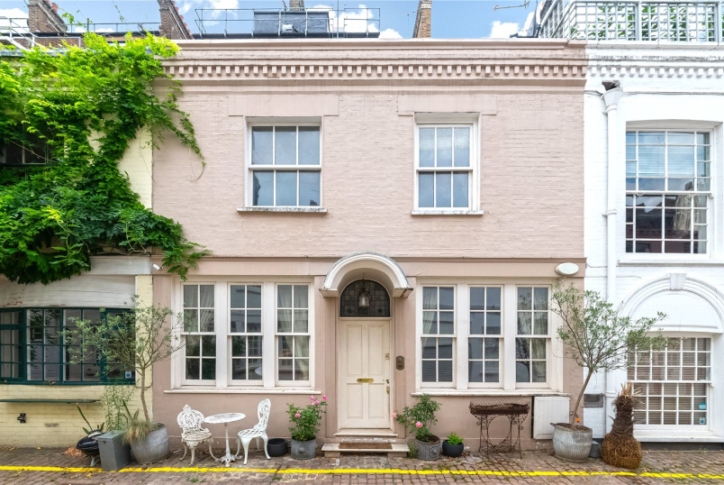 House to rent in Knightsbridge & Chelsea - Ovington Mews, London, SW3