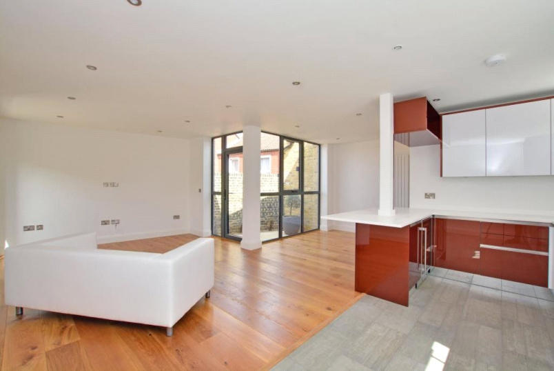 House to rent in Greenwich - Rushgrove Mews, Rushgrove Street, Woolwich, SE18