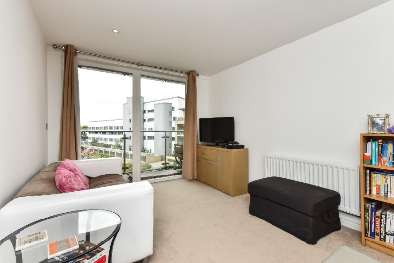 Flat to rent in Clapham - BATTERSEA PARK ROAD, SW8