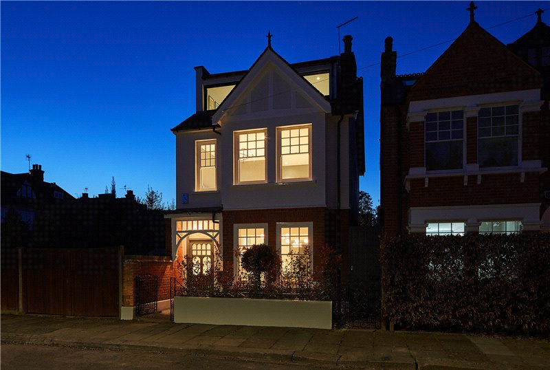 House for sale in Barnes - Cardigan Road, London, SW13