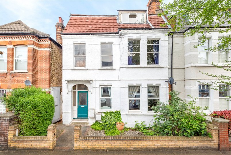 Maisonette for sale in Tooting - Moring Road, London, SW17