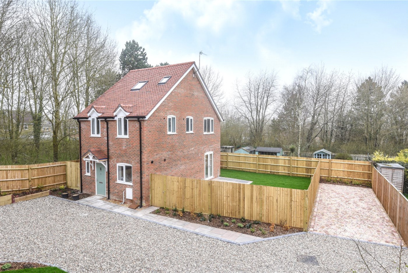 House to rent in Basingstoke - Hatch Warren Cottages, Hatch Warren Lane, Basingstoke, RG22