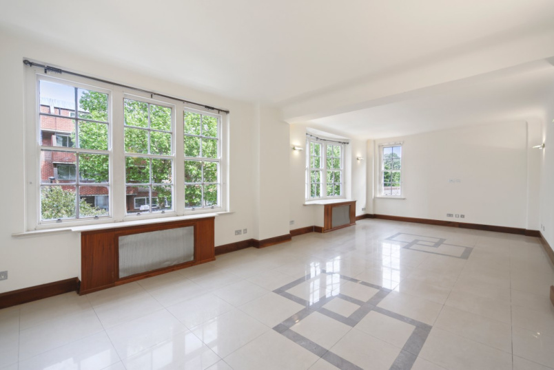 Flat/apartment for sale in Notting Hill - Queens Court, Queensway, London, W2