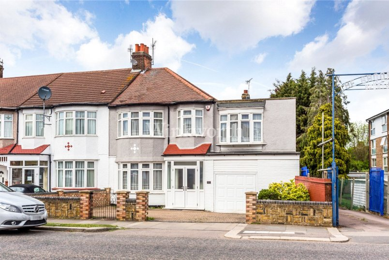 House for sale in  - Hedge Lane, London, N13
