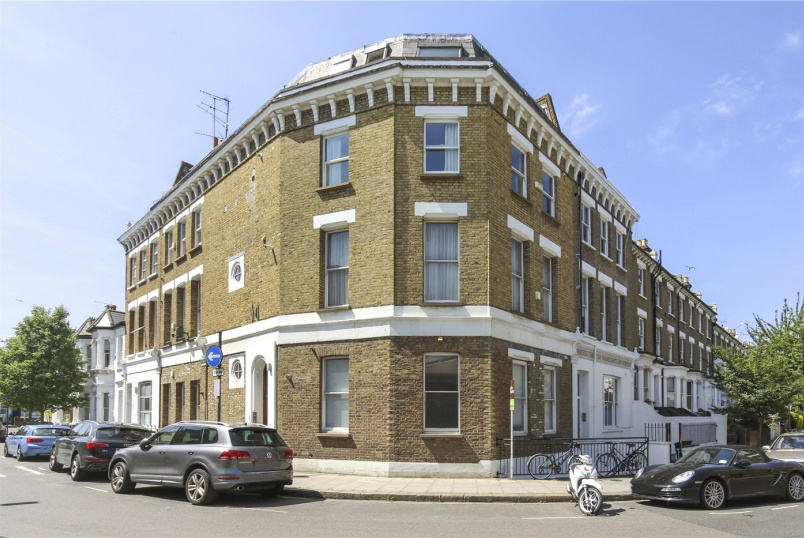 Flat/apartment to rent in Hammersmith - Blythe Road, Brook Green, W14