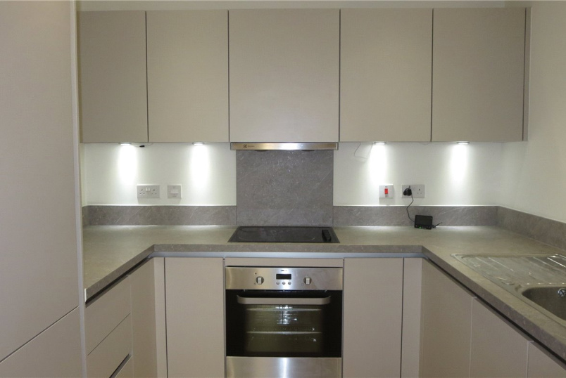 Flat/apartment to rent in Kingsbury - Greenshank House, 19 Moorhen Drive, Hendon, NW9