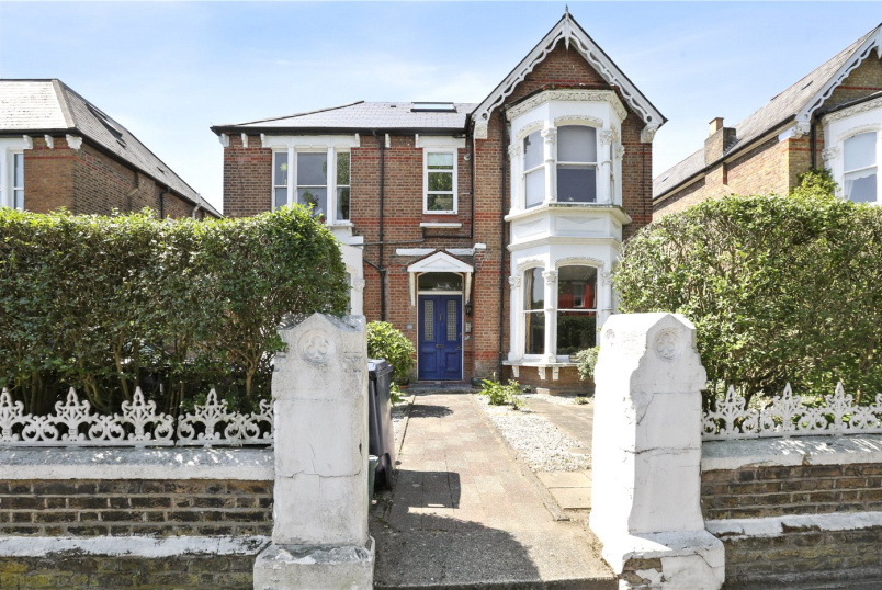 Flat/apartment for sale in Ealing & Acton - Rosemont Road, Acton, London, W3