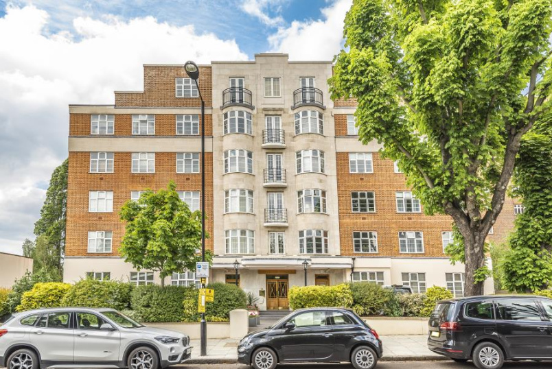 Flat for sale in St Johns Wood - WILLIAM COURT, ST JOHN'S WOOD, NW8 9PA