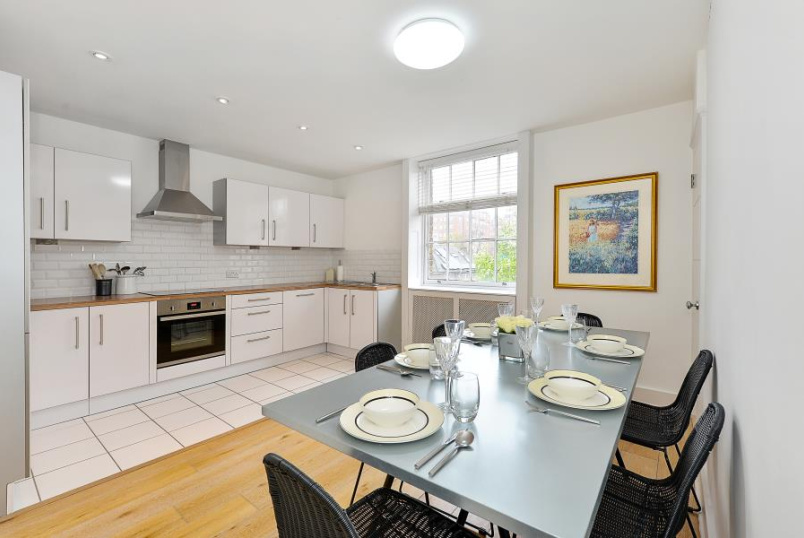 Flat for sale in St Johns Wood - HAMILTON TERRACE, NW8 9UJ