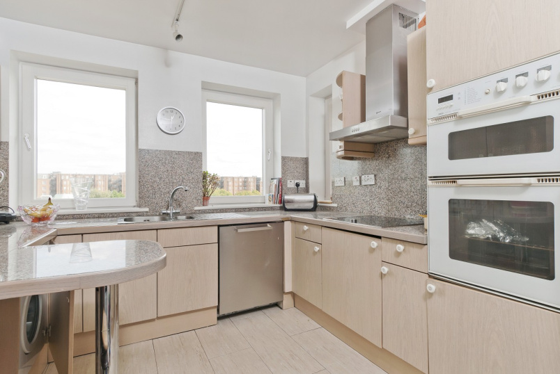 Flat to rent in St Johns Wood - ABBEY ROAD, NW8 9BW