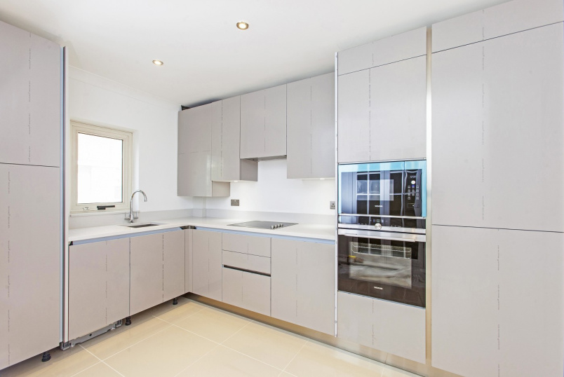 Flat to rent in  - LORDS VIEW, ST JOHN'S WOOD ROAD, NW8 7HG