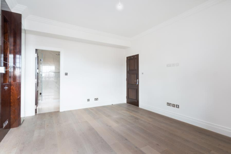 Flat to rent in St Johns Wood - HANOVER HOUSE, ST JOHN'S WOOD, NW8 7DY