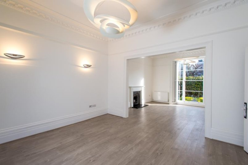House - terraced to rent in  - BLENHEIM ROAD, NW8 0LX