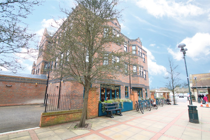 Flat/apartment to rent in Reading - Baileys House, Central Walk, Wokingham, RG40