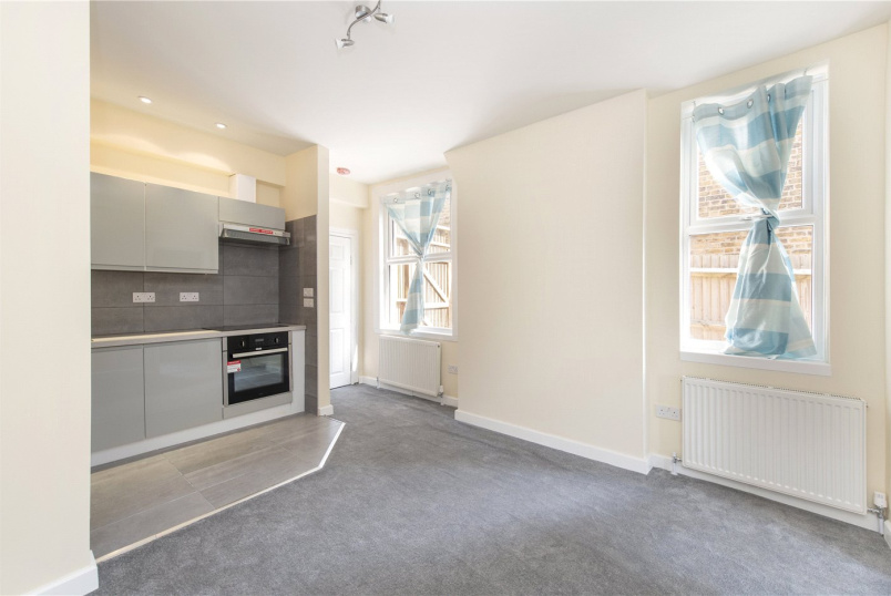 Flat/apartment to rent in Streatham - Babington Road, London, SW16