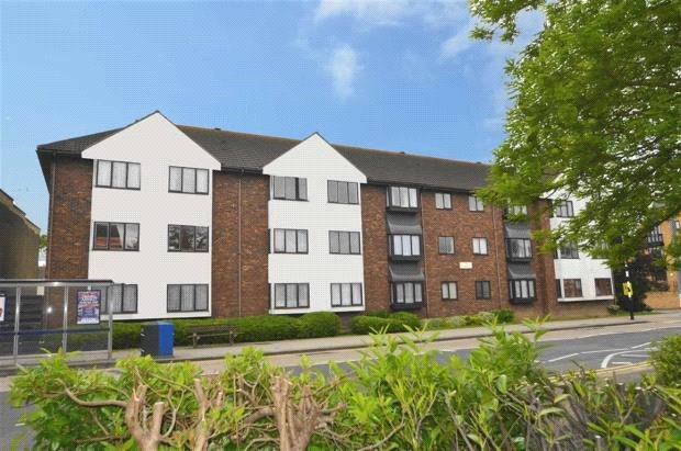 Flat/apartment to rent in Leigh-on-Sea - Ospreys, 240 Leigh Road, Leigh-on-Sea, SS9