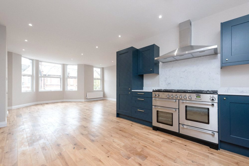 Flat/apartment to rent in Kensal Rise & Queen's Park - Leghorn Road, London, NW10