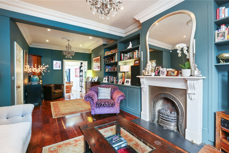 House for sale in Shepherds Bush & Acton - Macfarlane Road, London, W12