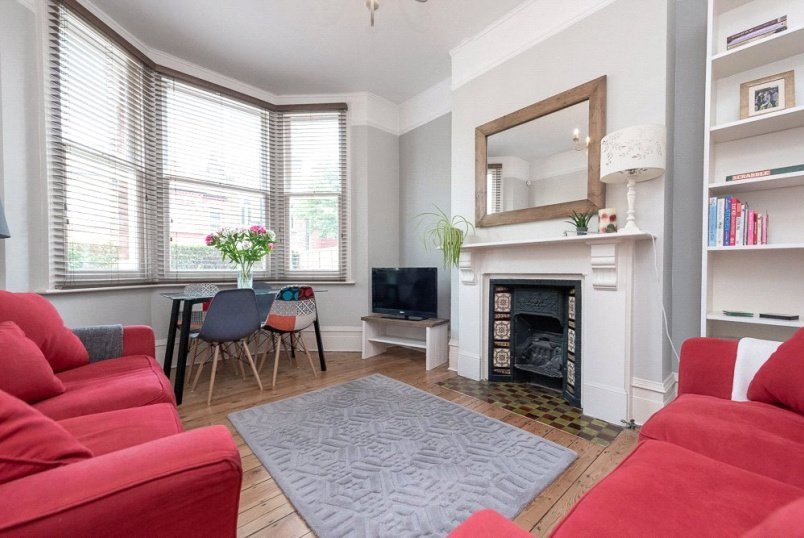 Maisonette for sale in Kensal Rise & Queen's Park - Chapter Road, London, NW2