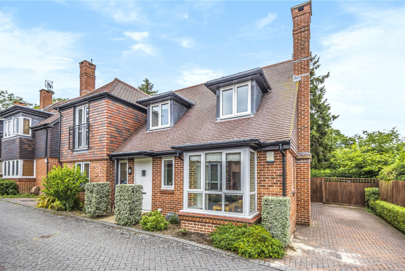 House for sale in Winchester - Woodstock Court, Winchester, Hampshire, SO22