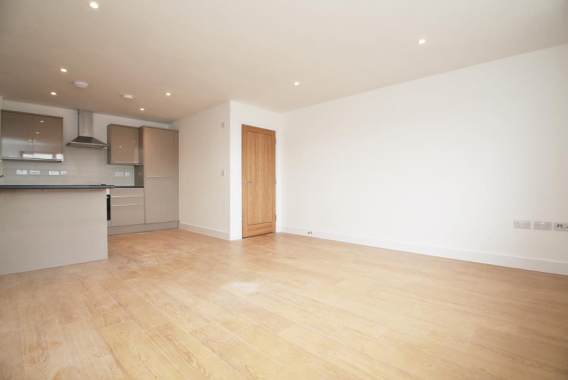 Flat/apartment to rent in Reading - Woodley House, 65-73 Crockhamwell Road, Woodley, RG5