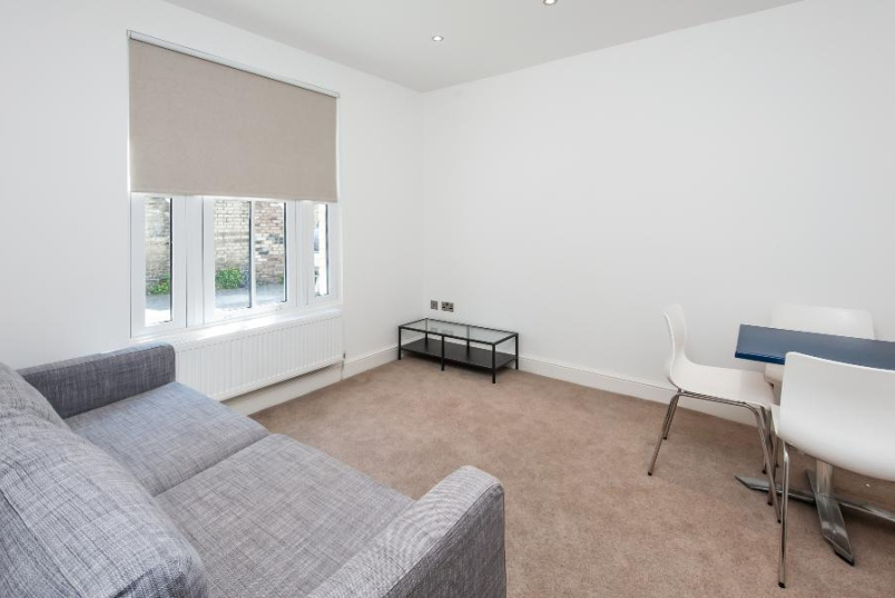 House - terraced to rent in Clapham - RECTORY GARDENS, SW4