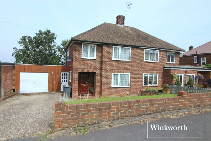 House for sale in Borehamwood & Elstree - Masefield Avenue, Borehamwood, Hertfordshire, WD6