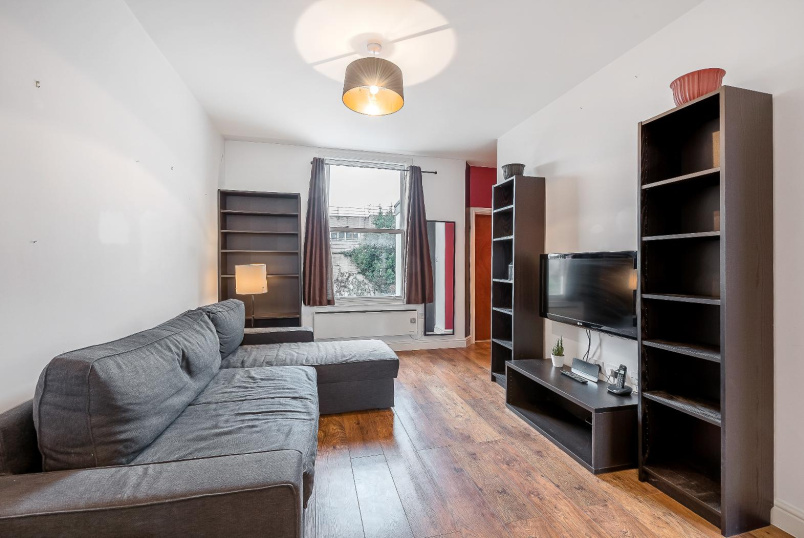 Flat to rent in Kennington - SOUTHWELL ROAD, SE5
